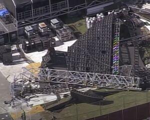 Un énorme mur vidéo s'effondre la veille du festival de musique